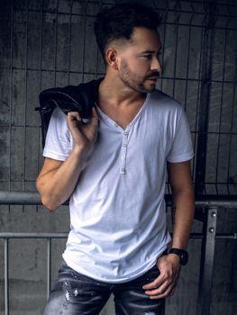 Мужская футболка без принта белая Bolf 4049